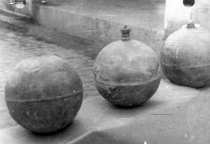 Fotografias de las esferas caidas del cielo en Sevilla analizadas por el INTA que se incluyen en el informe (1)