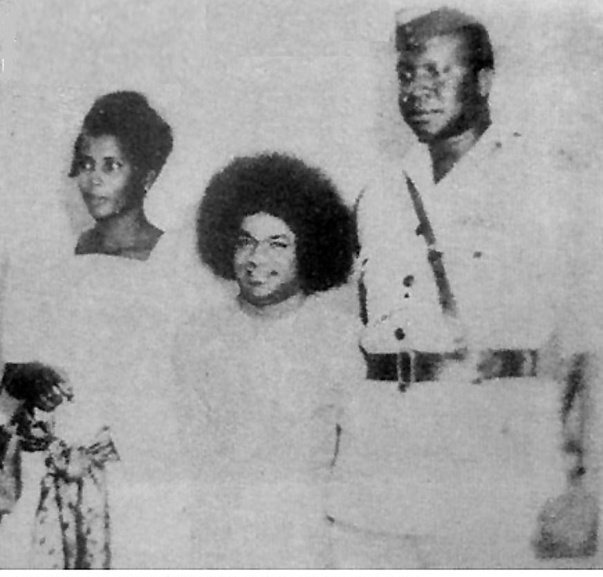 Una de las pocas fotos de Sai Baba con el dictador Idi Amin
