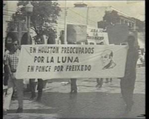 Insólitas imagenes de manifestantes con pancartas de apoyo a Freixedo (1)