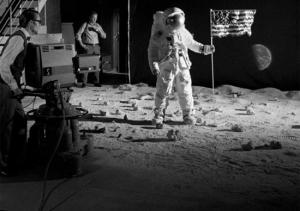 lfake-moon-landing-set