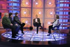 Julio-Salinas-visita-a-anne-germain-en-Mas-Alla-de-la-vida-Telecinco-