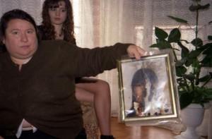 Madre y hermana de Estefania nos muestran la foto de la niña muerta en Vallecas